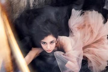 杨颖是Dior连衣裙+烟熏妆真要命混血女子天然生成立体感美炸