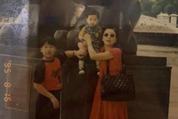 王嘉尔给妈妈庆生晒出幼年相片却意外暴露了家庭布景
