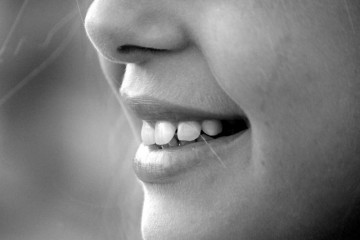 额头鼻子长痘痘是什么原因这些因素会引发痘痘